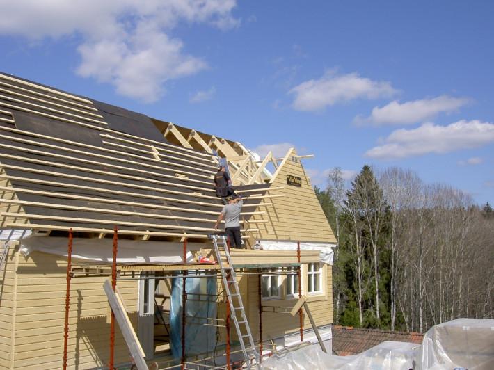 Läggning av tak stomrest hus