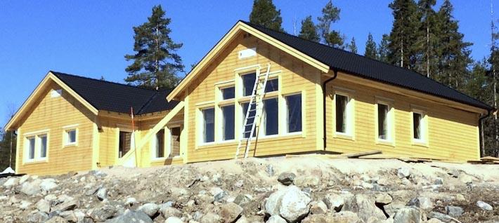 Rymligt vinkelhus stomrest i Luleå