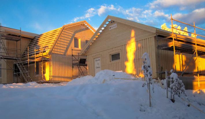 Stomrest hus med fristående garage