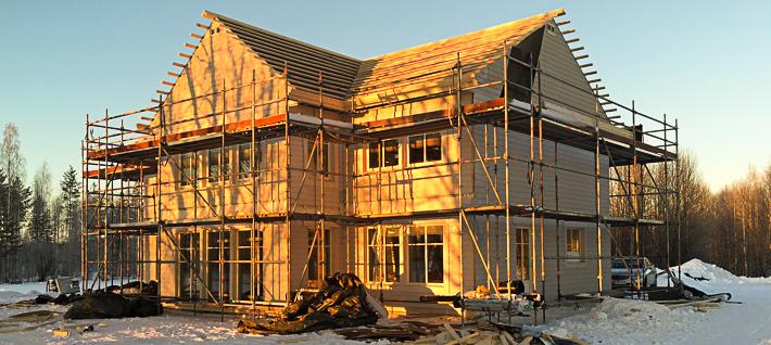 Ståtligt New Englandhus stomrest i Sunderbyn