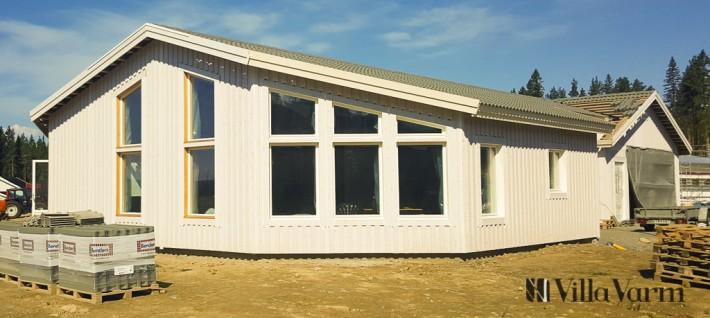 Hus med dubbelgarage modern stil