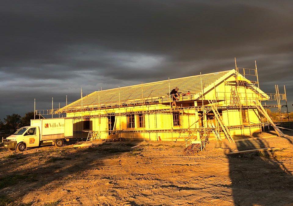 Enplanshus på Öland med uteplats under tak